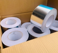 铝箔布价格双面铝箔复合布自粘胶陶瓷纤维铝箔隔热布10公分铝箔胶带